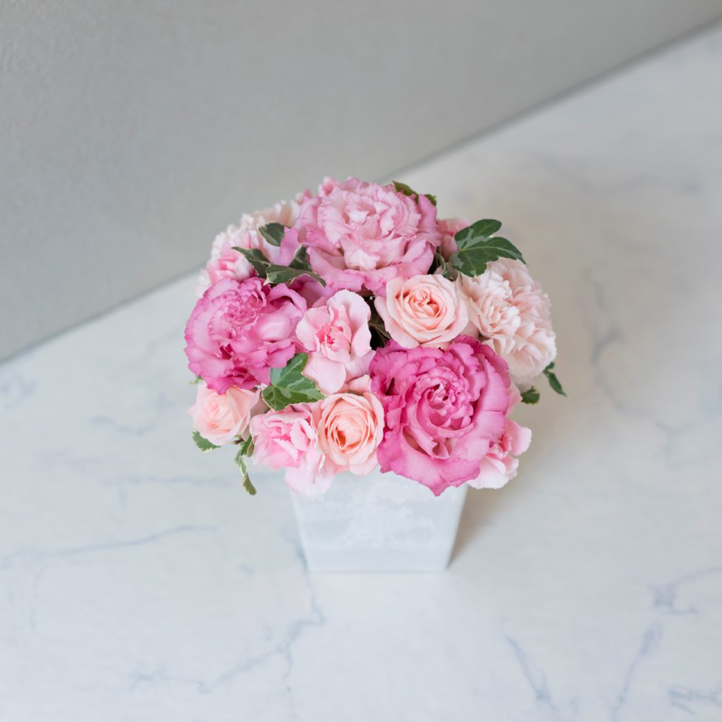 花キューピットのサブブランド、プシュケの生花アレンジメント。テーマはキュート。ピンクの濃淡。