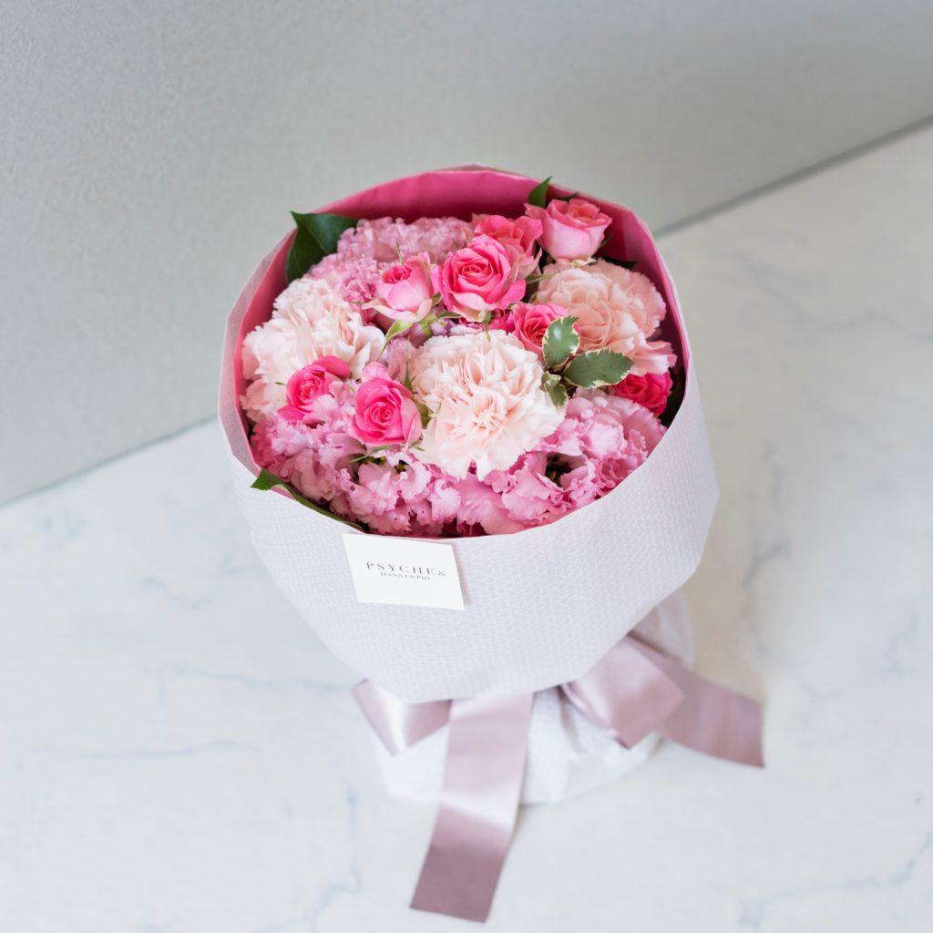 花キューピットのサブブランド、プシュケの生花ブーケ。テーマはキュート。ピンクの濃淡の花束。