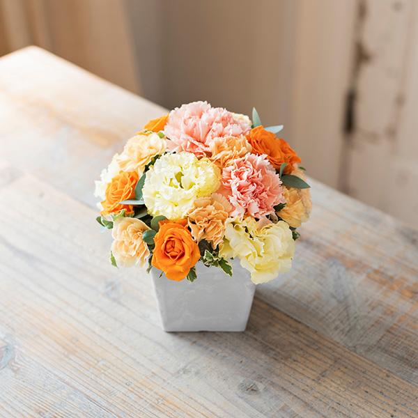 花キューピットのサブブランド、プシュケのフラワーアレンジメント。テーマはウォーム。オレンジクリームイエロー。