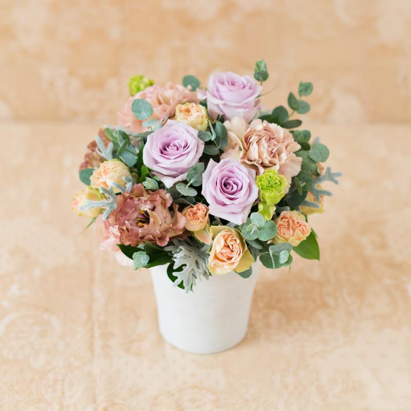 花キューピットのサブブランド、プシュケのフラワーアレンジメント。テーマはエレガント。ラベンダーアプリコットブラウン。