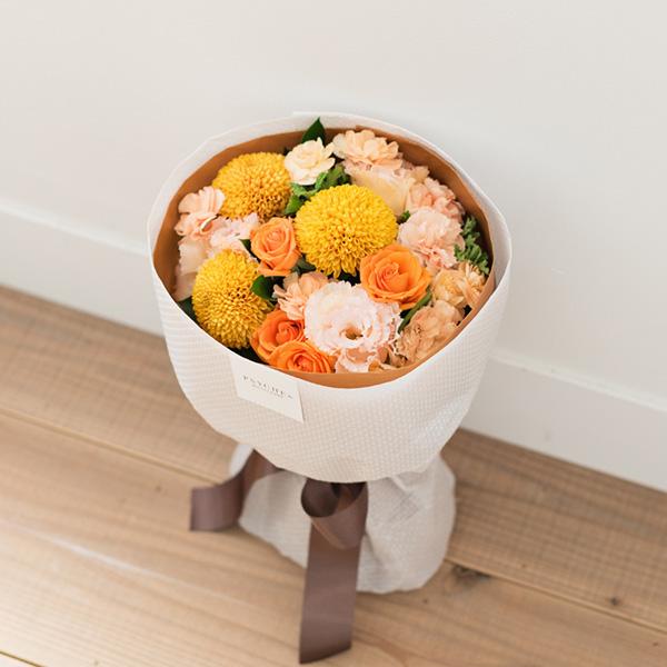 花キューピットのサブブランド、プシュケのフラワーブーケ。テーマはウォーム。オレンジブラウンイエロー。