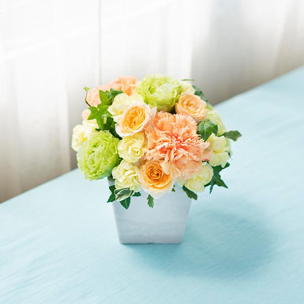 花キューピットのサブブランド、プシュケの生花アレンジメント。テーマはサニー。黄色オレンジグリーン。
