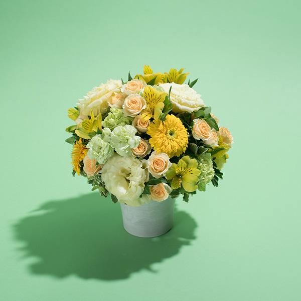 花キューピットのサブブランド、プシュケの生花アレンジメント。テーマはサニー。黄色グリーンアプリコット。